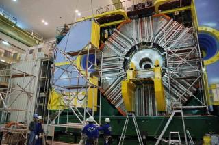 원은일 고려대 물리학과 교수팀은 일본 고에너지물리연구소(KEK)에서 1999년부터 2010년까지 얻은 전자-양전자 충돌 데이터를 분석해 충돌 과정에서 생긴 매혹 중간자가 그 반물질로 변하는 현상이 나타난다는 사실을 실험적으로 입증했다. - 고에너지물리연구소(KEK) 제공